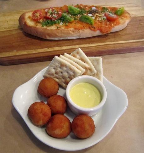 Media Noche Croquetas & Pan Con Tomate