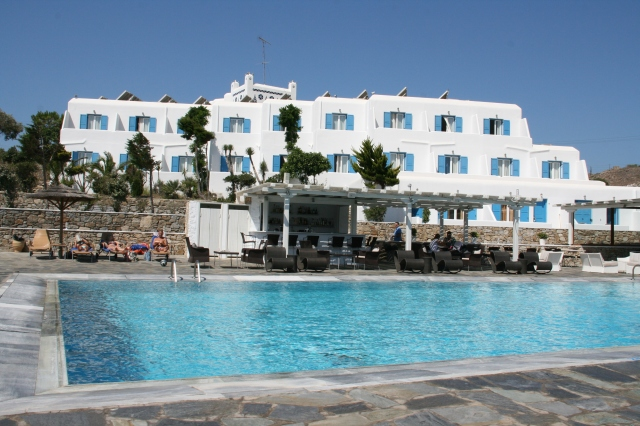 Yiannaki Hotel in Ornos Bay