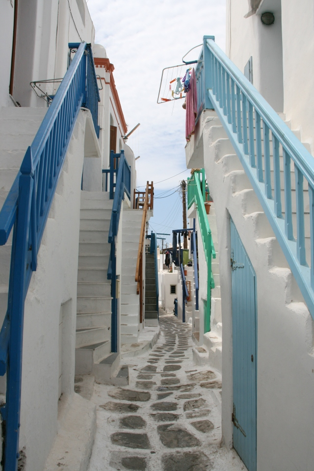 hHe narrow streets of Mykonos Town