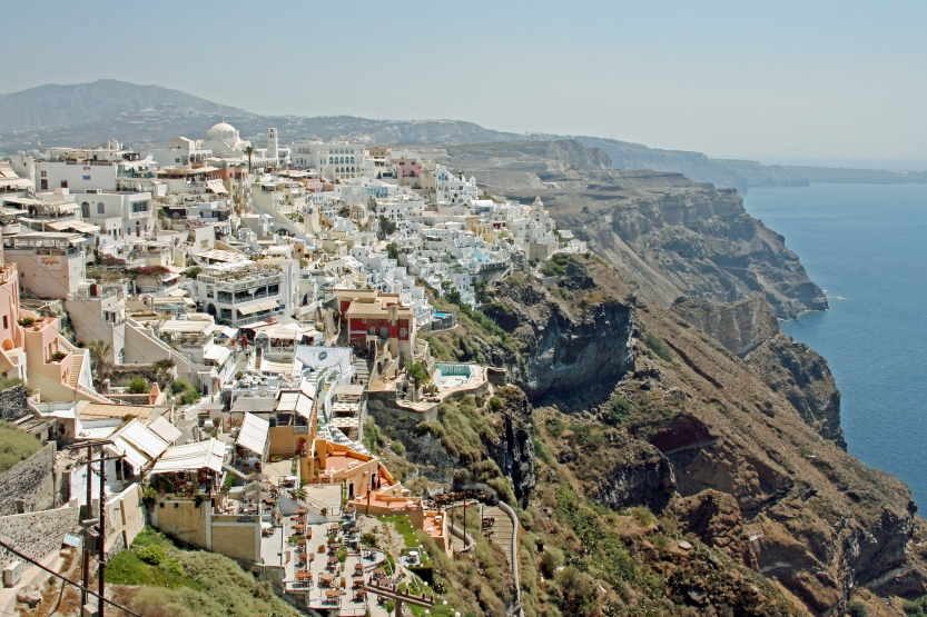 A view of Fira
