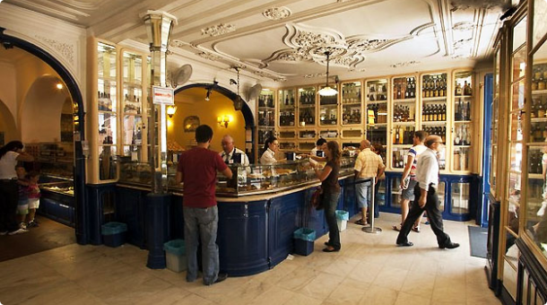 Interior of the cafe. Photo courtesy of Maisturismo News.