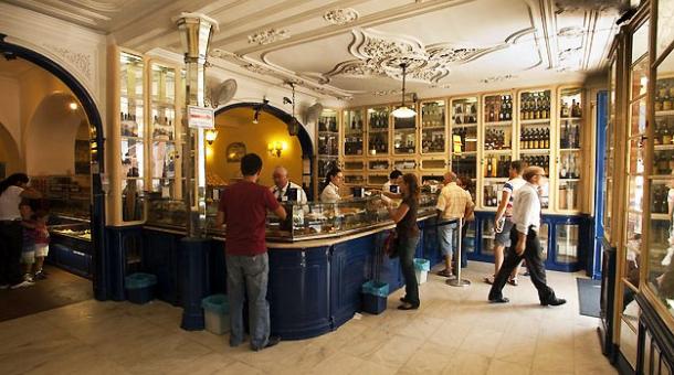 Interior of the cafe. Photo courtesy of Maisturismo News.