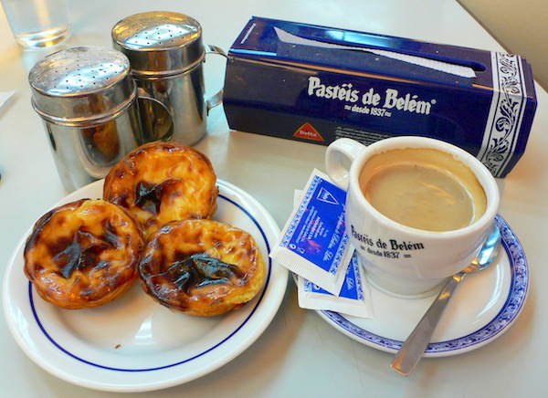Pasteis with a cafe.