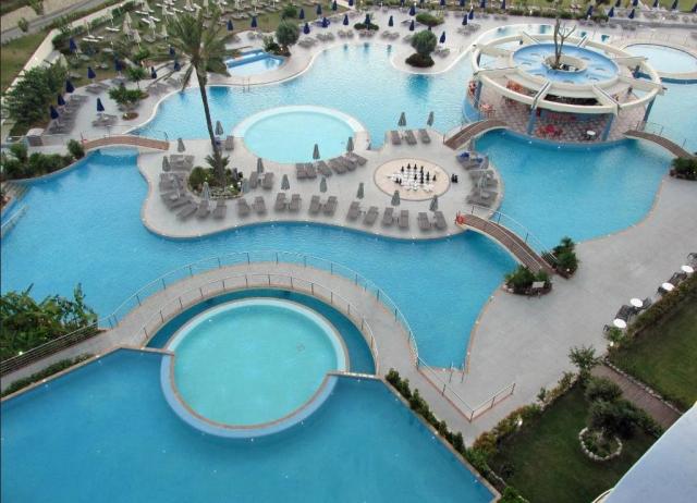 The pool at the Atrium Platinum